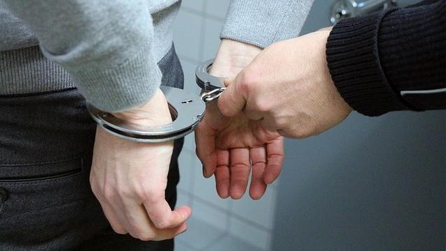 """Juiz condena homem a 2 anos de reclusão por chamar servidora de """"periguete"""" e """"vagabunda"""""""