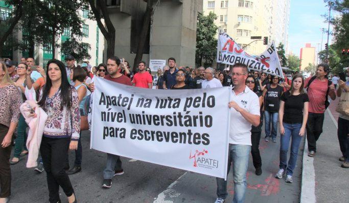 Servidores fazem passeata no entorno do TJ e pressionam Pereira Calças por reajuste salarial